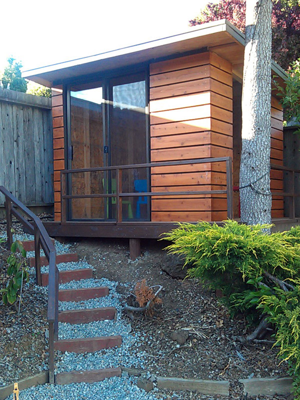 Modern Shed / Playhouse