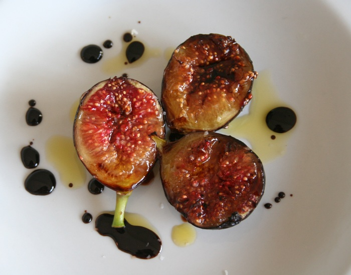 Grilled Figs with Balsamic Reduction