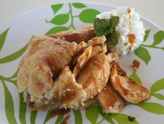 Flat Apple Pie with Perfect Pie Crust & Caramel Sauce (modified from Pioneer Woman's recipe)